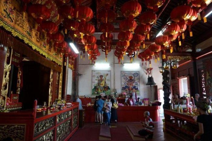Templo de Kuan Yin, en Pitt Street, con el mostrador al fondo
