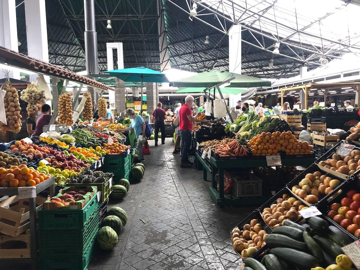 Mercado da Graça, donde comprar piñas y maracuyás y quesos ricos