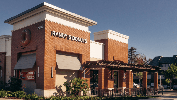 Exterior of Randy's Donuts Torrance location