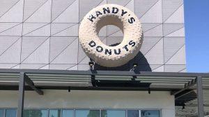 Exterior of El Segundo Randy's Donuts location
