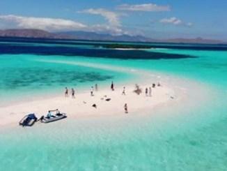 Berenang di Taka Makassar