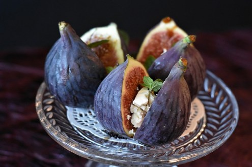 Benefits of figs soaked in water overnight,