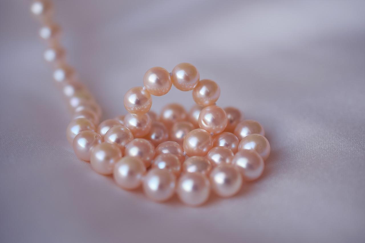 真珠を高く売るには?査定のポイントやおススメ買取サイトを大公開!