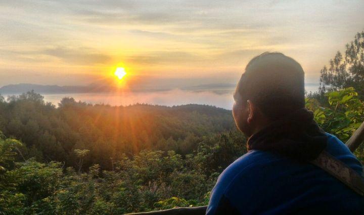 sunrise-hutan-pinus-mangunan