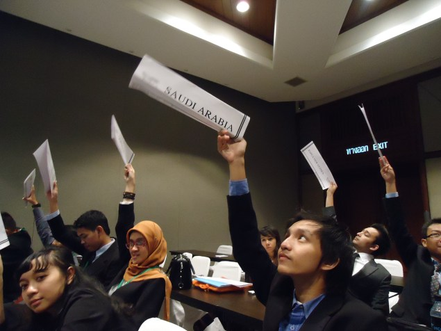 Proses voting di meeting room