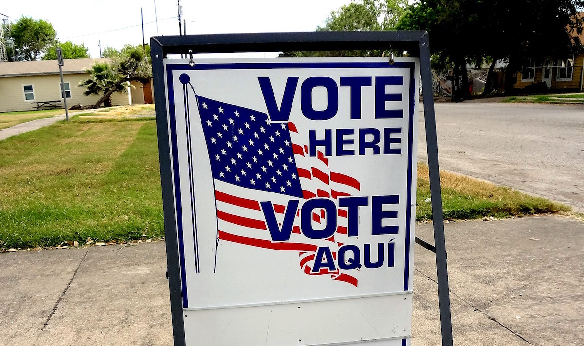"A ""vote here"" sign in Texas, 2016. (Jay Phagan from Taft, Texas/Creative Commons)"