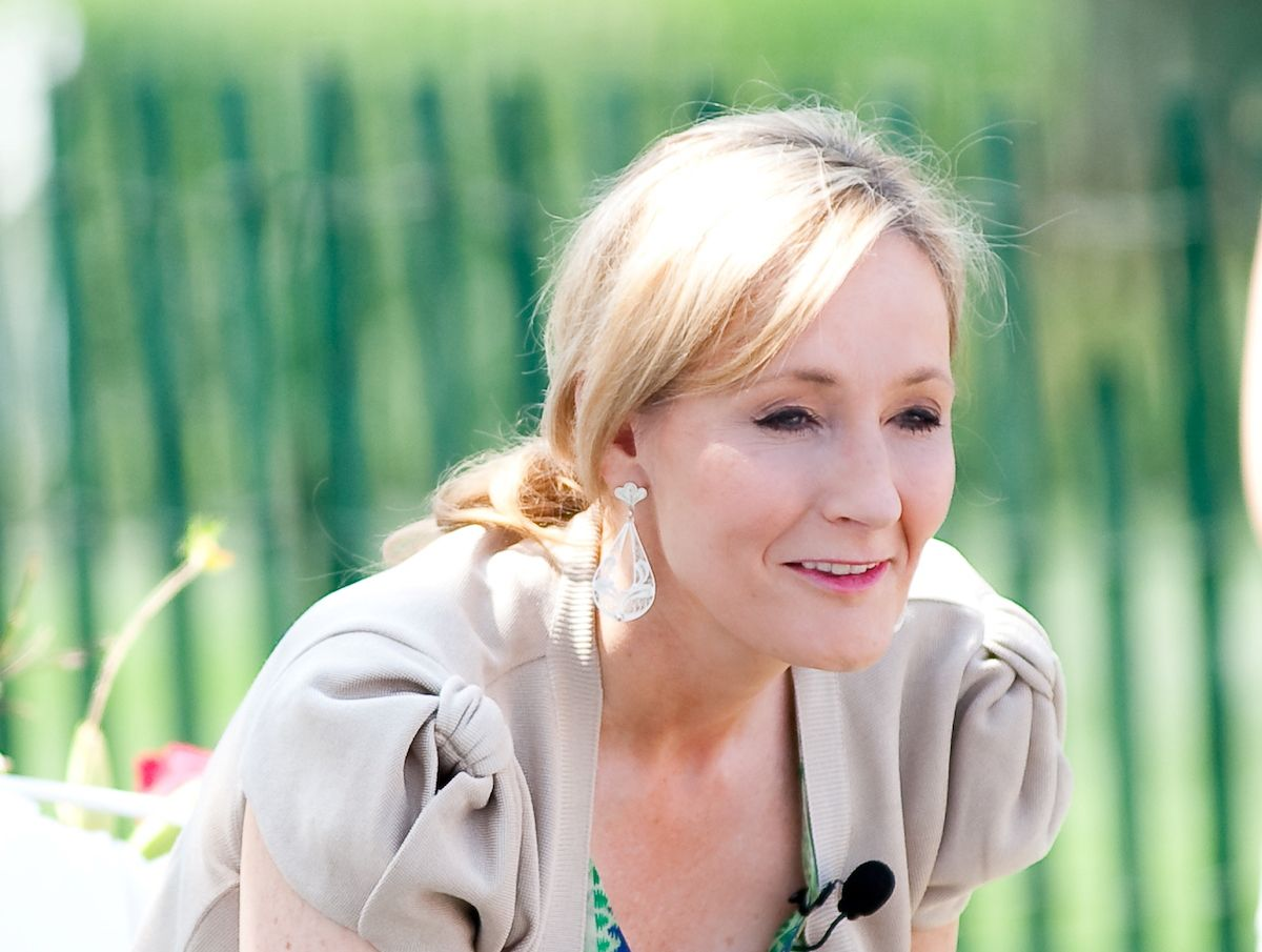 J.K. Rowling reads from Harry Potter and the Sorcerer's Stone at the Easter Egg Roll at the White House in 2010 (Daniel Ogren/Creative Commons)
