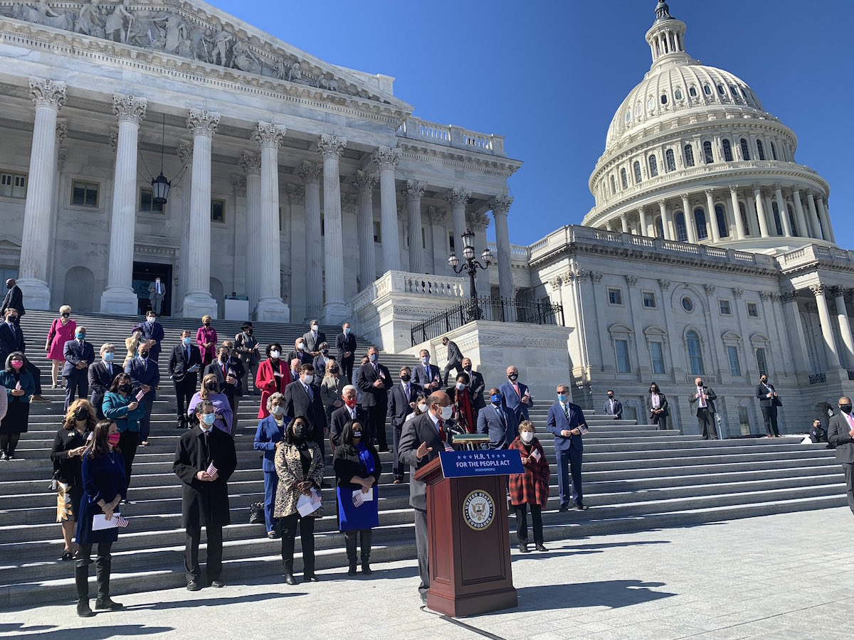 Democratic lawmakers rally in support of the For the People Act at the US Capitol – March 3, 2021. (Rep. Terri Sewell, Public domain, via Wikimedia Commons)