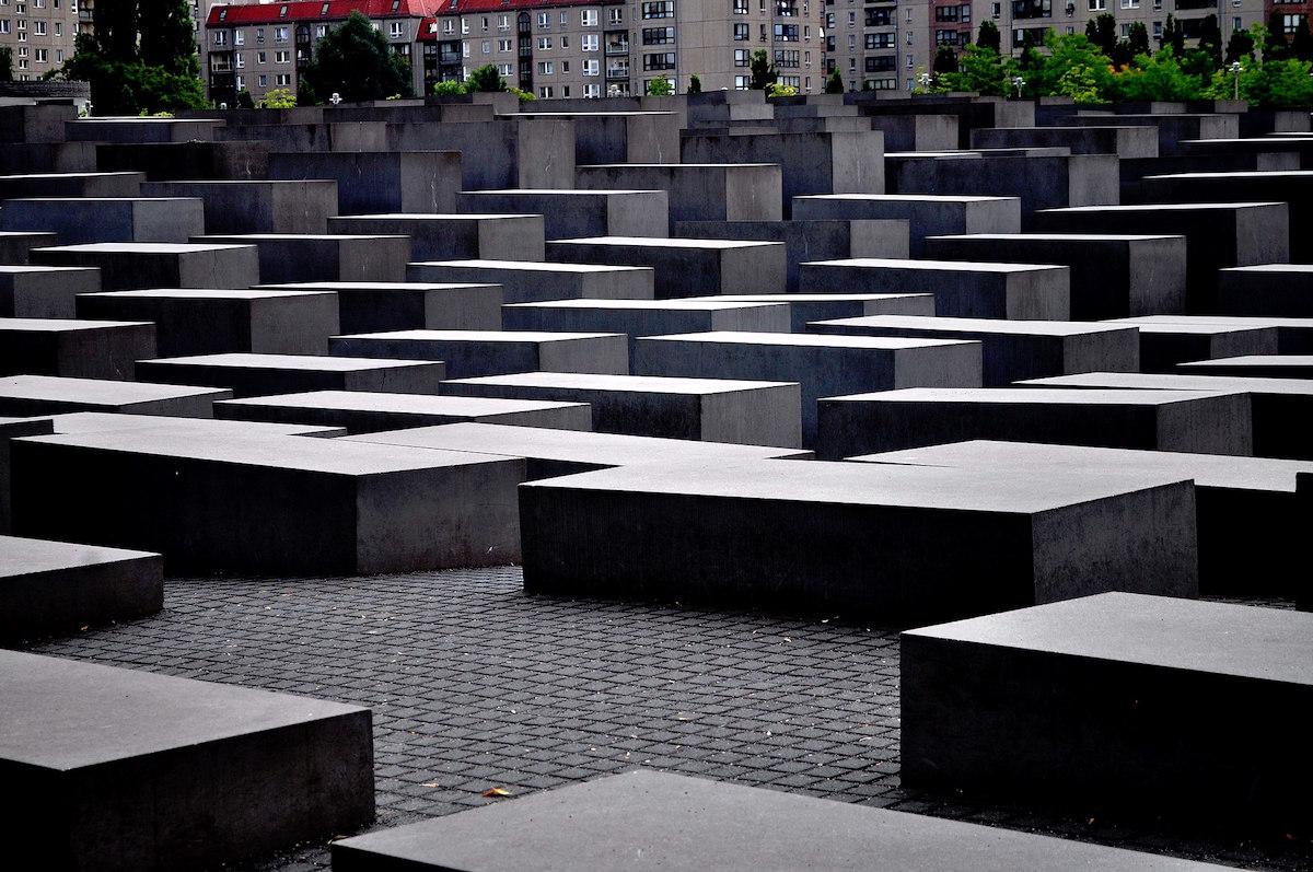 Holocaust Memorial in Berlin (Source: N0TABENE – Own work, CC BY-SA 4.0)