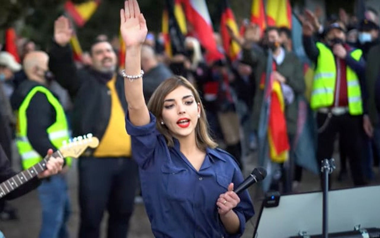 Neo-fascist Isabel Medina Peralta giving a Nazi salute after an anti-Semitic speech on February 13.  (Source: Ruptly video)