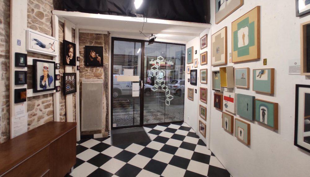 Exposition à la galerie Art Show, Vue intérieure de la vitrine de la galerie