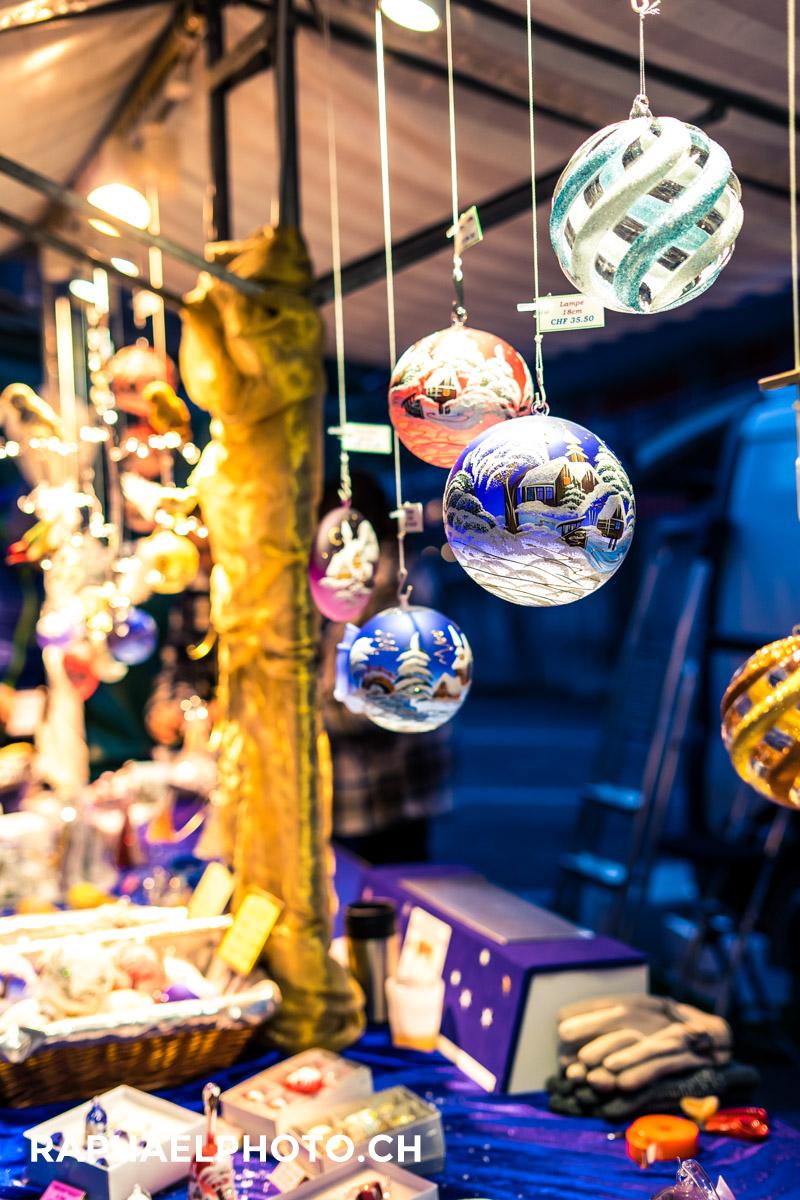 Dekorationen und Geschenke am Chlousemärit in Spiez