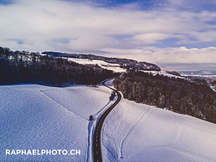 Strasse im Winter in Wichtrach im Aaretal
