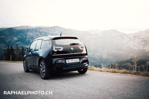 BMW i3 auf dem Jaunpass