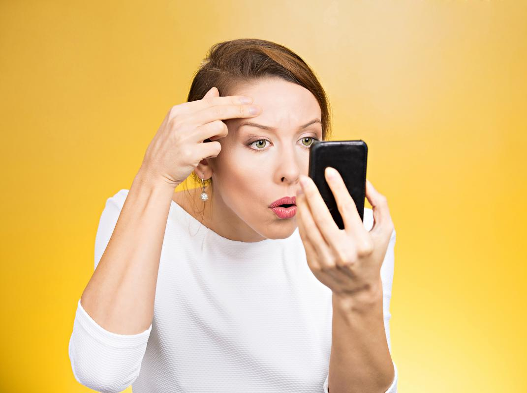 Using Smartphone For Longer Durations Might Cause Acne