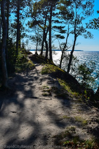 Pictured Rocks Lakeshore-path