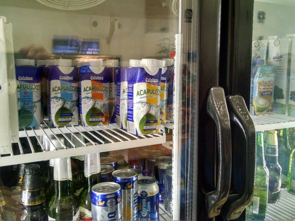aeromexico-salon-premier-lounge-coconut-water