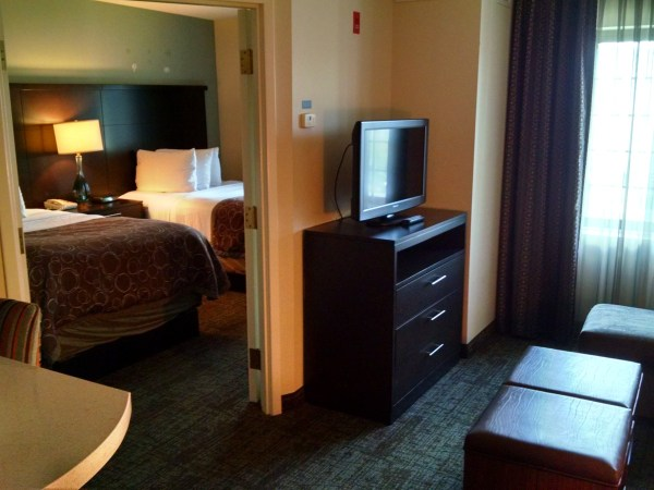 staybridge-suites-markham-room