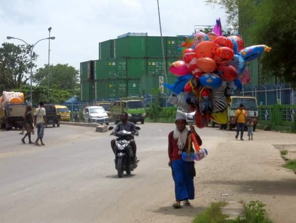 sorong-balloon-vendor