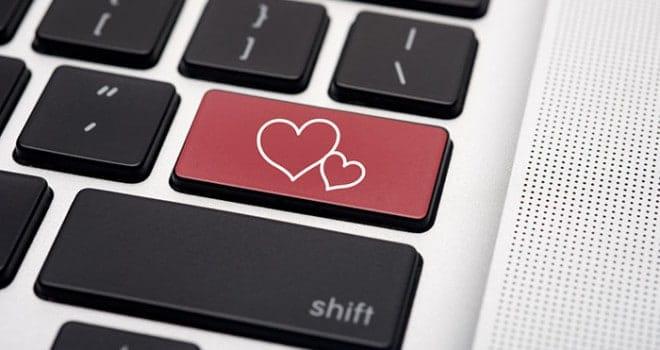 -rapporto-di-coppia-crisi-di-coppia-conquistare-su-Facebook-Il-Profilo-Facebook-perfetto