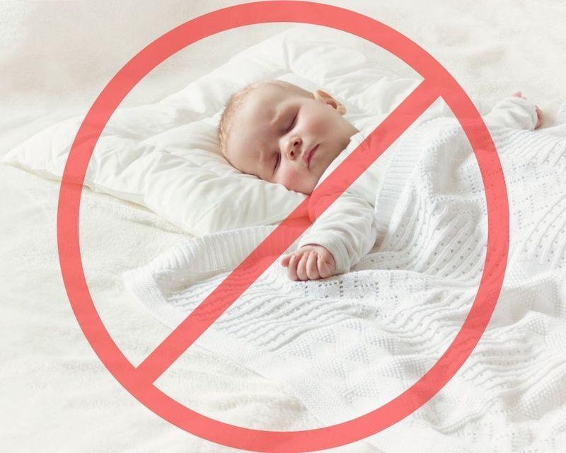 Cuándo poner almohada en el bebé