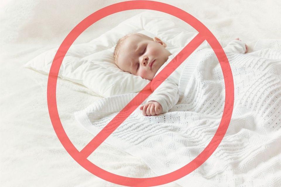 almohada en el bebé-cuando-ponerla