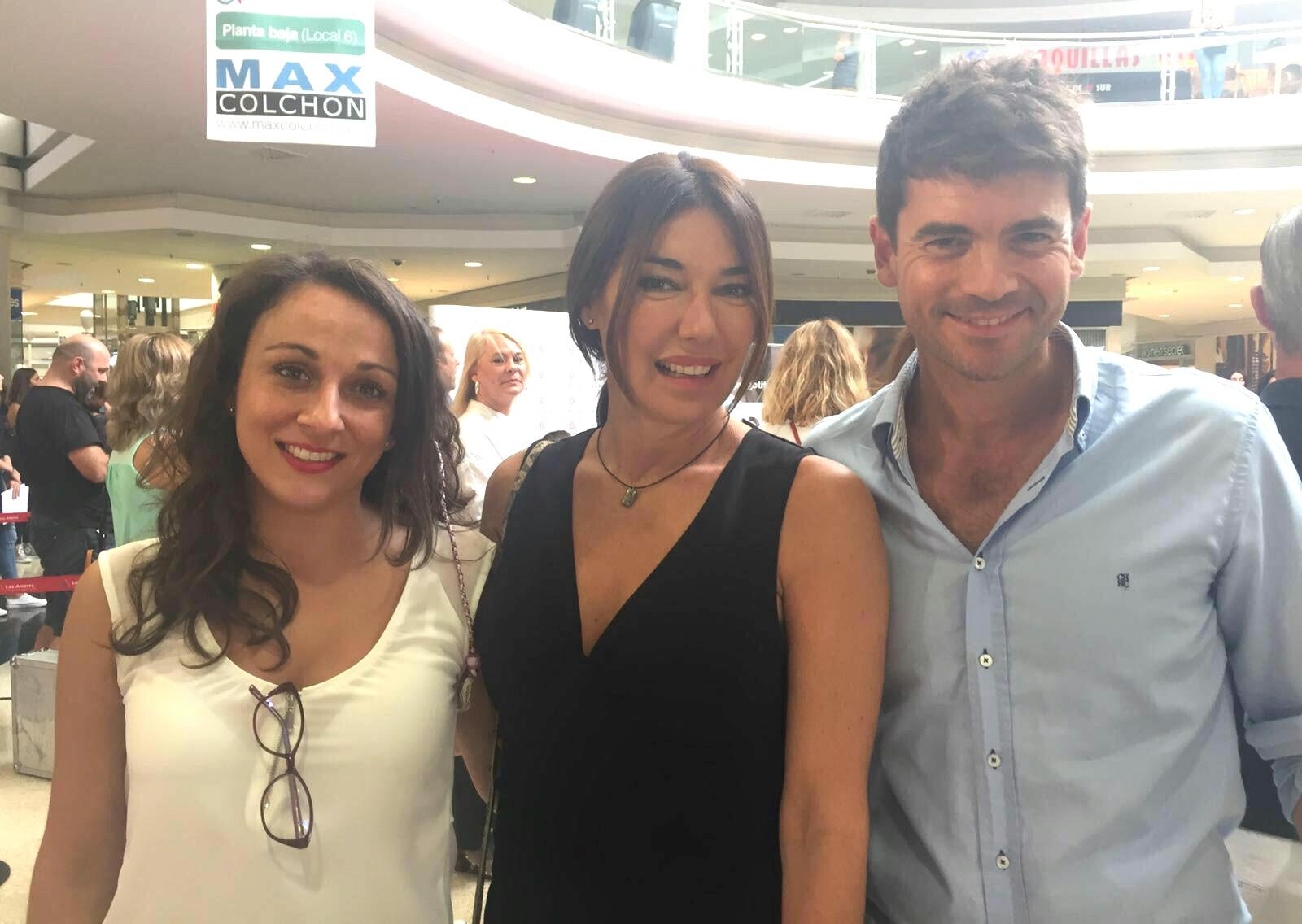 Raquel Revuelta junto a Carolina Ramírez y Rafael Ochoa.