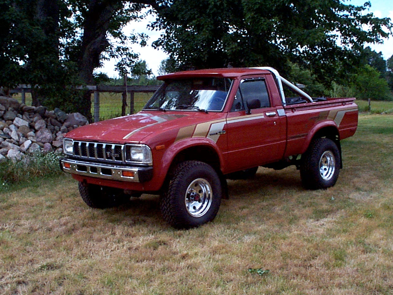 hight resolution of toyota wheel aluminum 1983 toyota sr5 terra cotta pickup truck