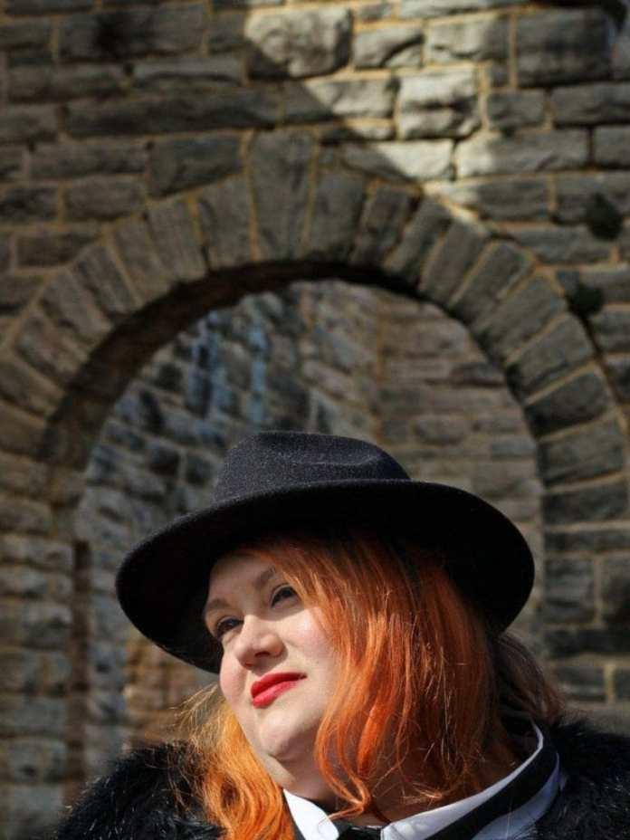 Charlotte Tilbury Lipstick in Legendary Queen
