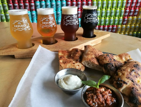 Tasting tray and garlic flatbread as part of the brewery tour at Rascals Brewing Company