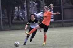 Lea Teutenberg (vorne) markierte gegen Hansa ihre Saisontreffer 9 und 10, damit kletterte sie in der Torschützenliste der Landesliga auf den zweiten Platz - hinter Teamkollegin Sarah Tiede (20). Foto: Matthias Vogel