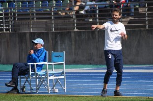 """""""Da rein musst du!"""" Roman Rießler lässt das Coachen nicht, auch nicht beim Stand von 4:1."""