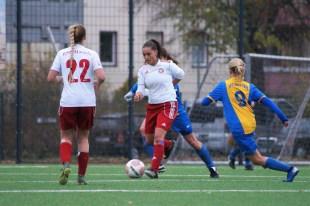 Auch Vildane Elezi (am Ball) konnte sich nicht gegen die Sterner Defensive durchsetzen.