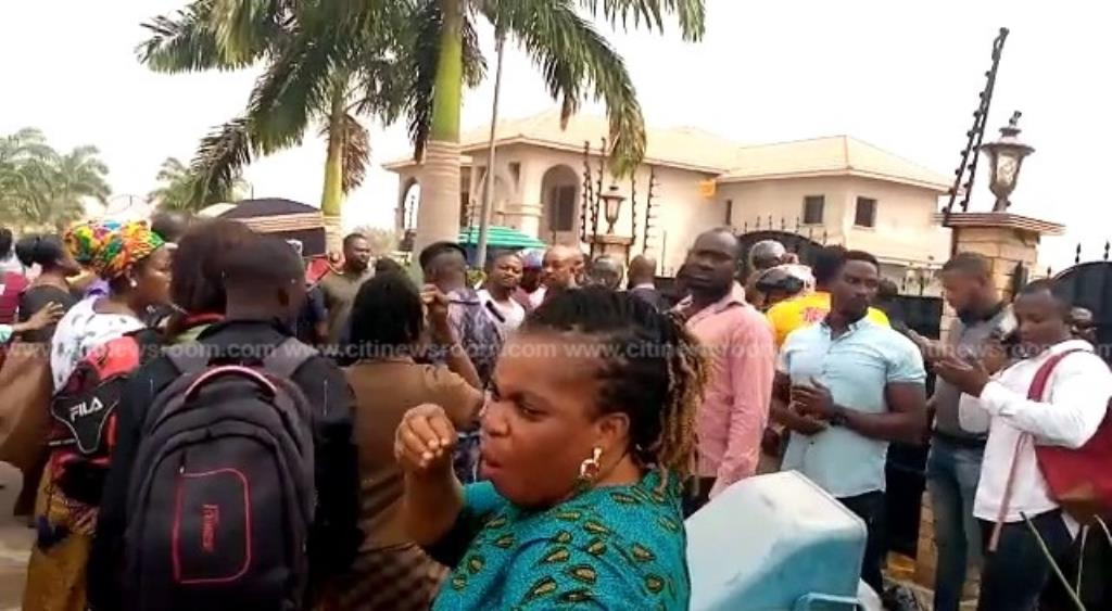 MenzGold customers storm NAM 1's house to demand their locked up cash (+Video)