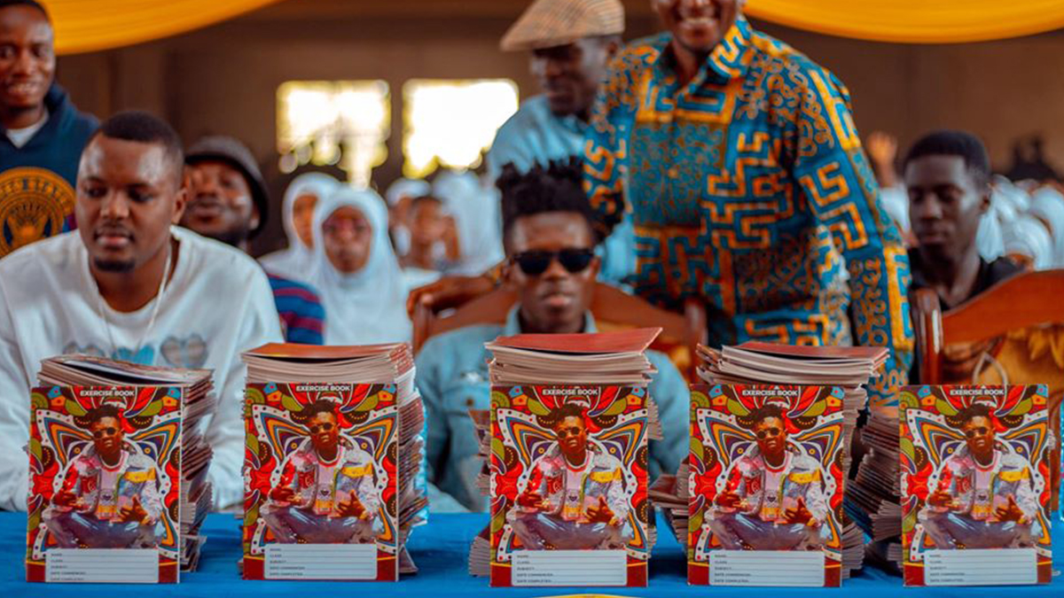 Strongman makes donation to AMASS SHS, promises to donate 5,000 books to other schools