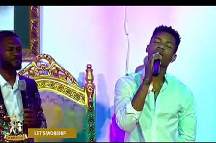 Kidi leads powerful worship with Rev Abbeam Danso