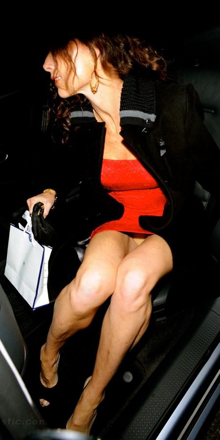 minnie-driver-upskirt-car-red-dress-01