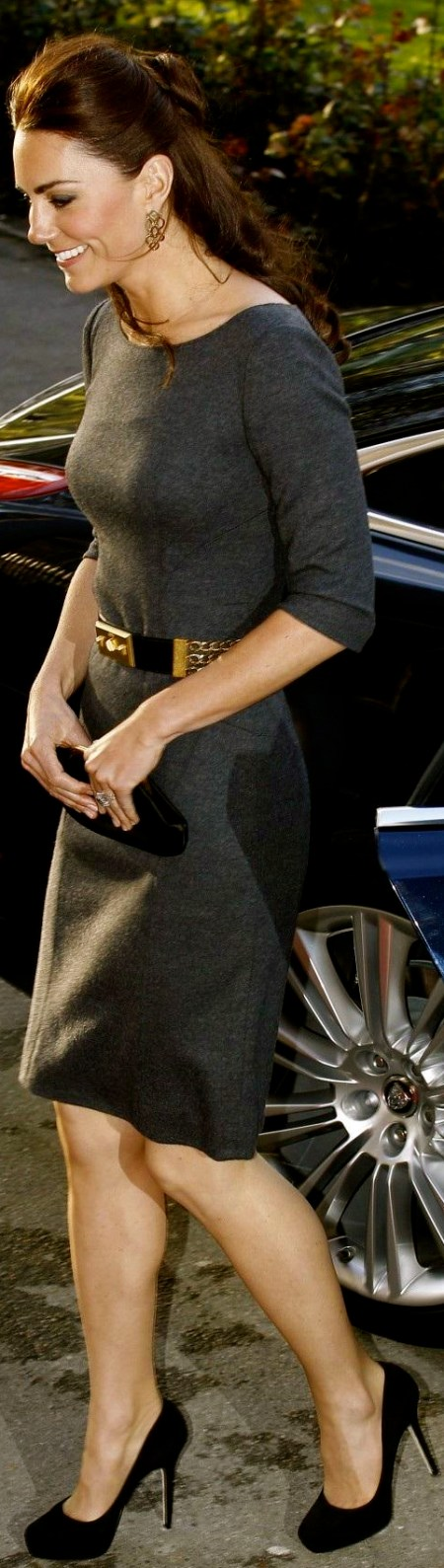 kate-middleton-wows-royal-fans-at-the-imperial-war-museum-reception-legs-1083044703