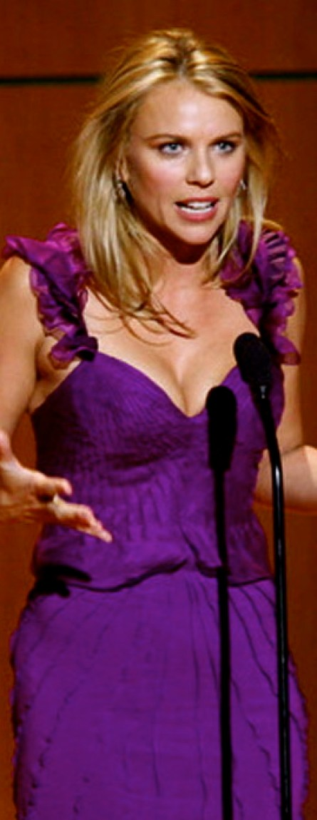 lara-logan-hot-breasts-wallpaper