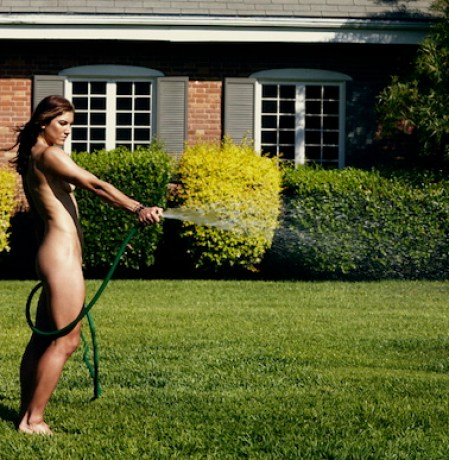 this_is_hope_solo_naked_and_watering_the_lawn_in_espn_the_nudie_magazine-1