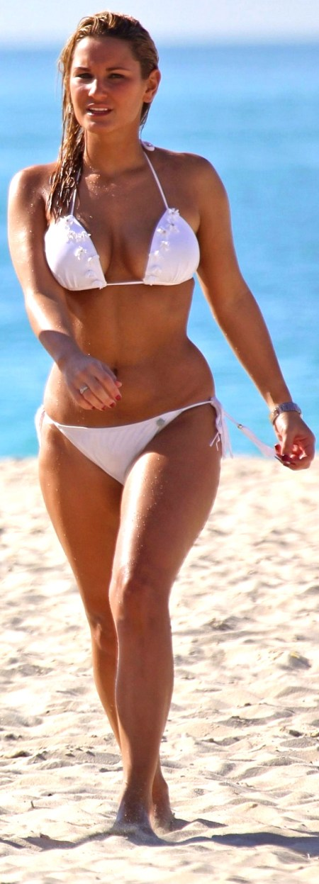 sam-faiers-and-jessica-wright-in-bikinis-the-dubai-beach-beach-1734259217