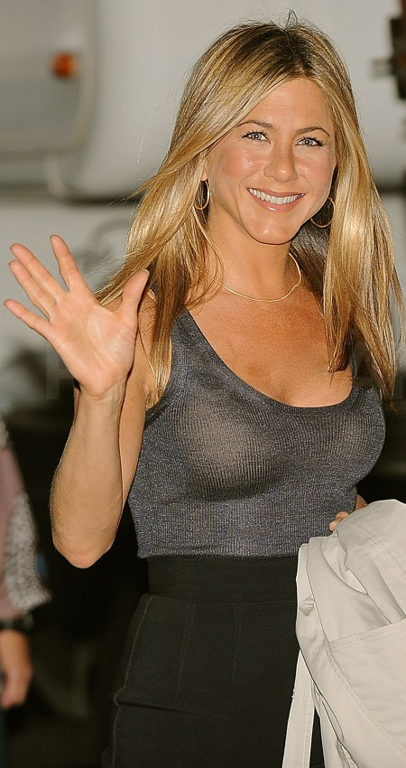 Photos-Jennifer-Aniston-NYC-Set-Bounty-Her-Dog-Norman