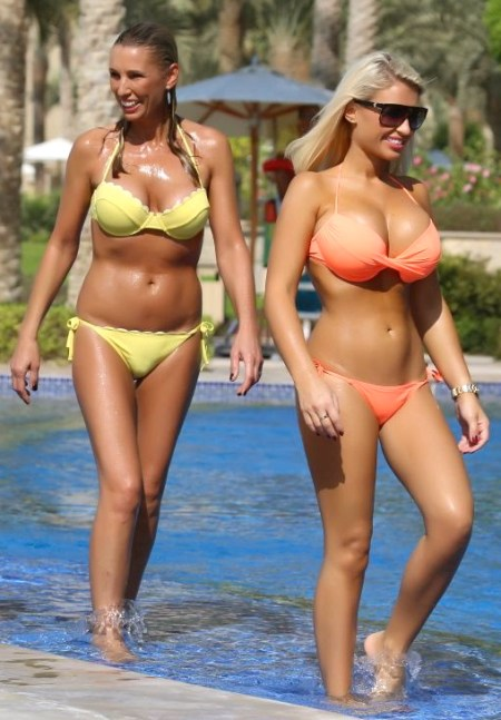 sam-billie-faiers-bikinis-by-the-swimming-pool-in-dubai-november-2013_6