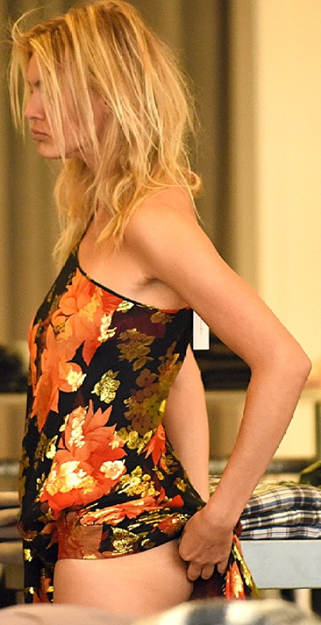 EXCLUSIVE: Kelly Rohrbach spends all day trying on dresses and outfits at the Elyse Walker store in Los Angeles. Pictured: Kelly Rohrbach Ref: SPL1393384 161116 EXCLUSIVE Picture by: Splash News Splash News and Pictures Los Angeles:310-821-2666 New York:212-619-2666 London:870-934-2666 photodesk@splashnews.com