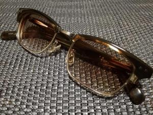 金子眼鏡 『恒眸作』T-254 サーモントと呼ばれる眉を強調したデザインが特徴 レンズには薄めのブラウンを入れています。