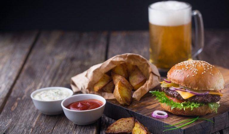 Celebra el Día de la Hamburguesa con un maridaje cervecero a la medida
