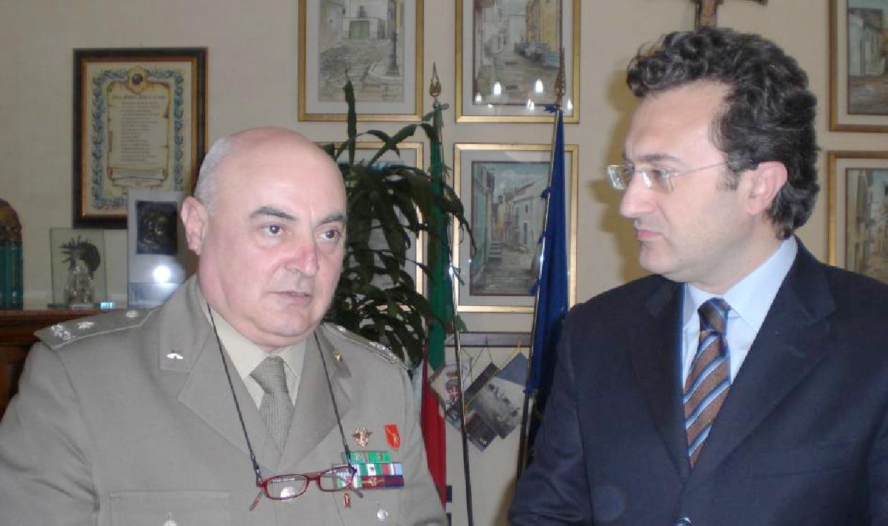 Il Gen. B. Carminantonio Del Sorbo e il Sindaco Gennaro Giuliani.