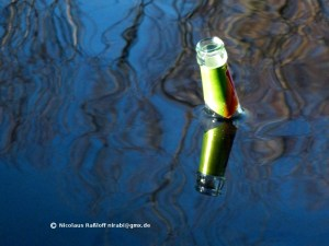 Wasser bis zum Flaschenhals