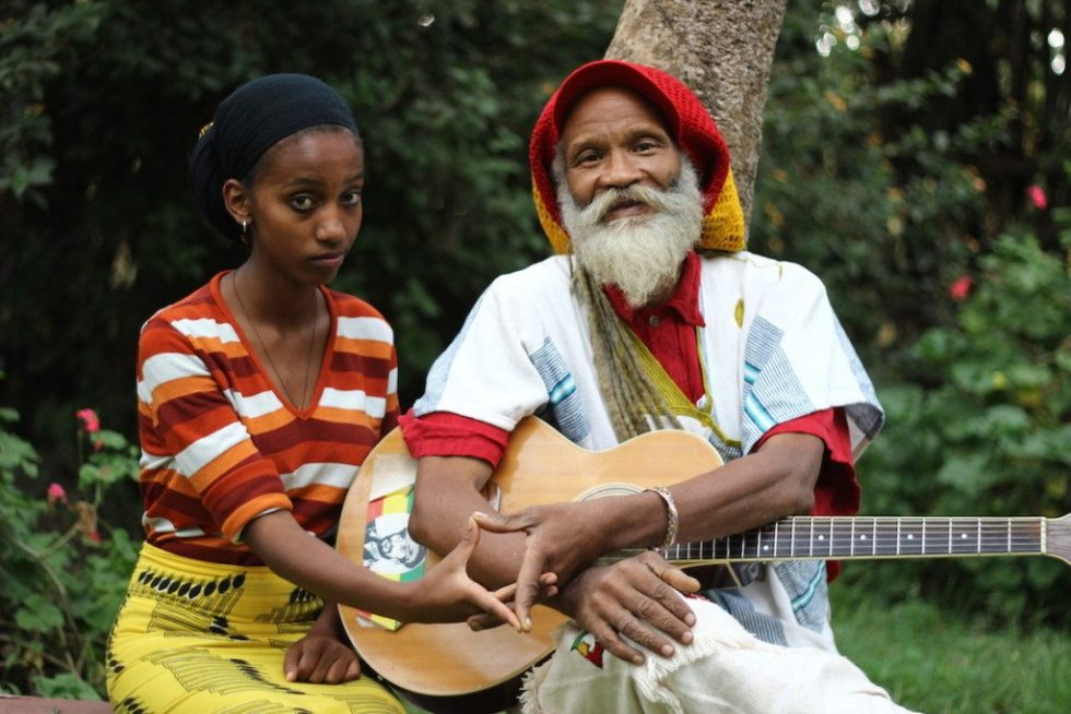 Ras Kawintseb and his daughter playing music in their garden © Sarine Arslanian