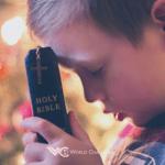 Molimo Te, daj da čuvamo Tvoju riječ pretačući je u život